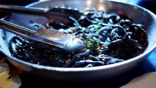 Resultado de imagen para calamares en su tinta con pimienta negra